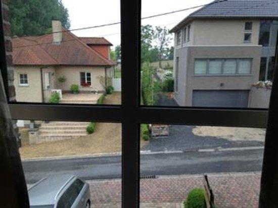 B&B Latemberg: Utsikt mot gatan från vårt rum.