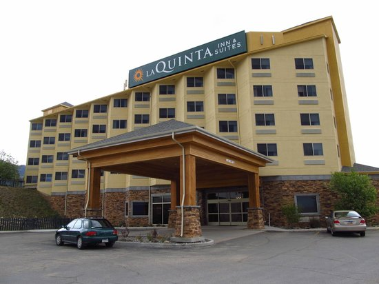 La Quinta Inn & Suites Butte: Outside of Hotel