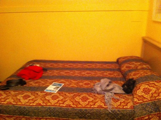 Patricia Hotel: hotel bed