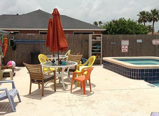 3rd Coast Inn: Pool area
