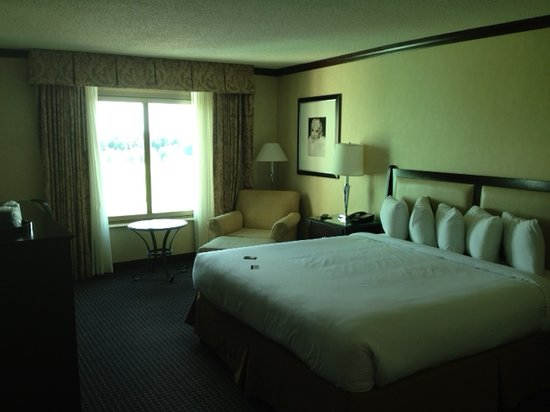 Hollywood Casino Tunica Hotel: clean bed