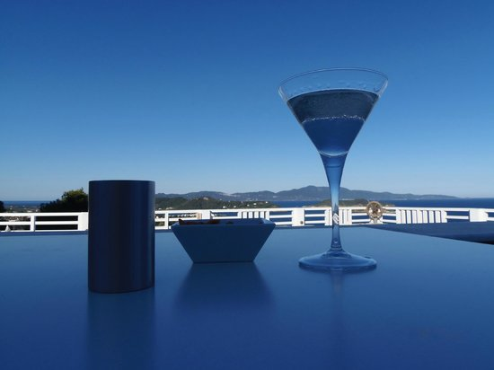 Seaview Restaurant: The reflection of Megali Ammos bay in a Martini.
