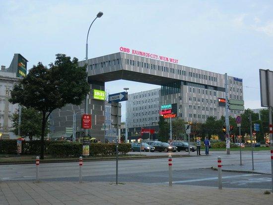 Hotel Mercure Wien Westbahnhof: Вокзал Westbahnhof.
