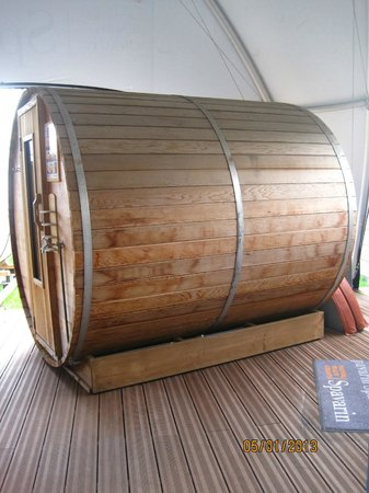 Hotel & Spa Savarin: Outdoor barrel sauna.
