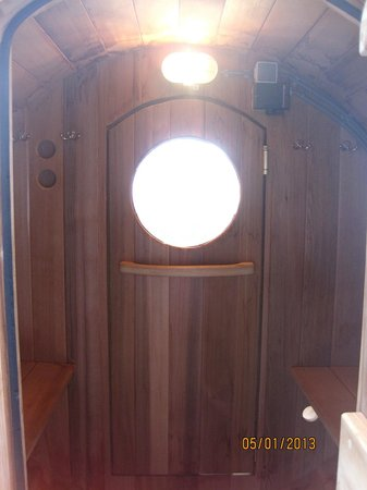 Hotel & Spa Savarin: Inside of outdoor sauna.