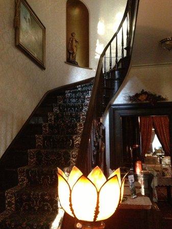 Doctor's Inn: Grand staircase