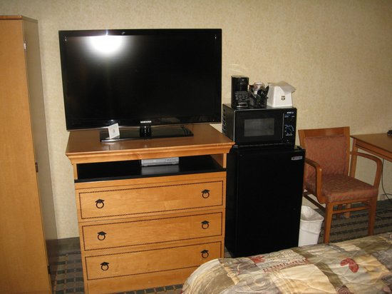 Best Western Rochester Marketplace Inn: room (microwave and fridge)