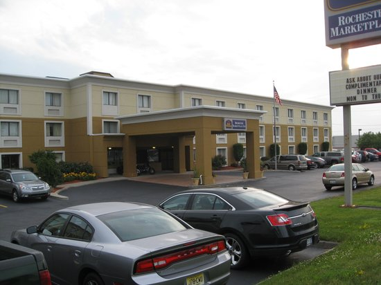 Best Western Rochester Marketplace Inn: buidling and front