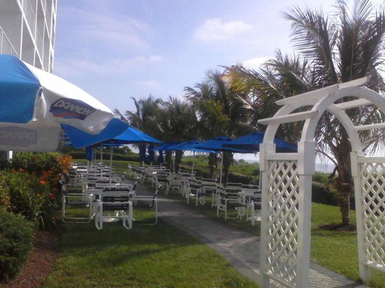 Princess Royale Resort: Outdoor dining area
