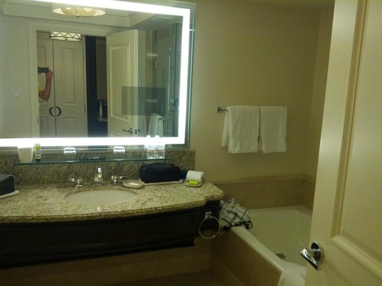 Four Seasons Hotel Las Vegas: Bathroom