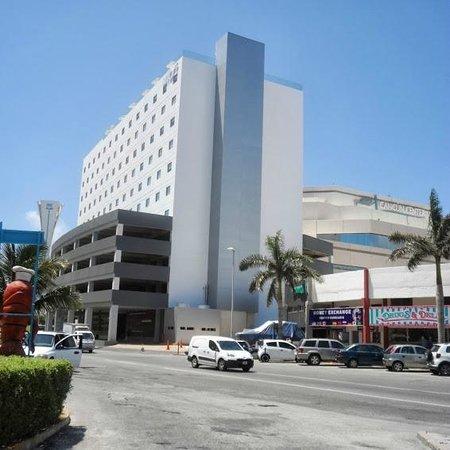 Aloft Cancun : OUTSIDE VIEW OF HOTEL