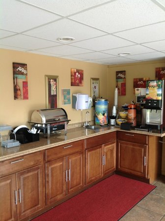 Days Inn Kansas City: hotel breakfast area