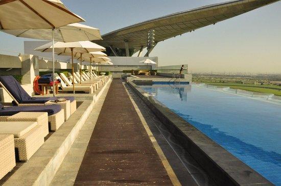 The Meydan Hotel: piscina