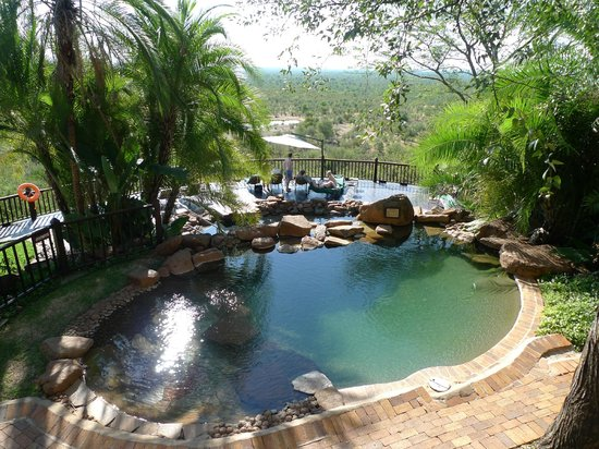 Victoria Falls Safari Lodge: Upper pool