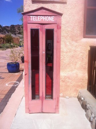 Ojo Caliente Mineral Springs Resort and Spa : Vintage phone booth in front of the resort.