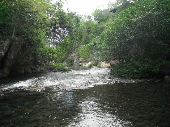 Canon de la Vieja Lodge : rio