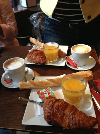 Cafe l'Atome: Breakfast