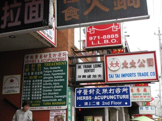 Toronto Urban Adventures : Chinatown