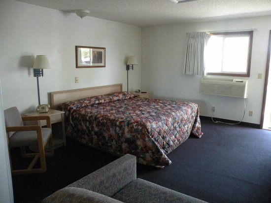 A Wyoming Inn: King size bed