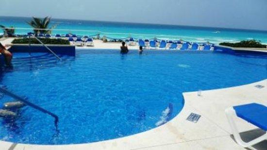 Occidental Tucancun: piscina