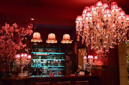 Hotel Estherea: Bar area in lobby