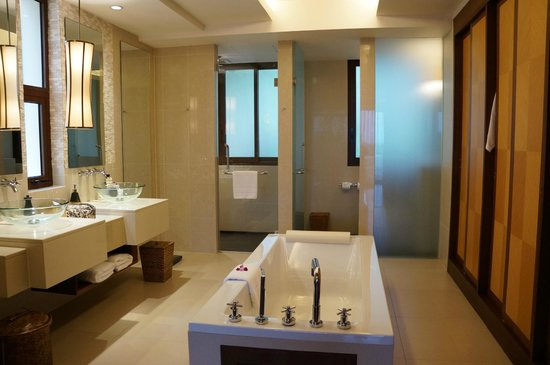 Movenpick Resort Bangtao Beach Phuket: Bathroom