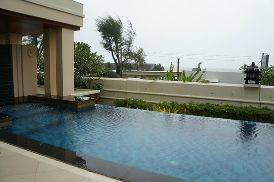 Movenpick Resort Bangtao Beach Phuket: Villa Pool