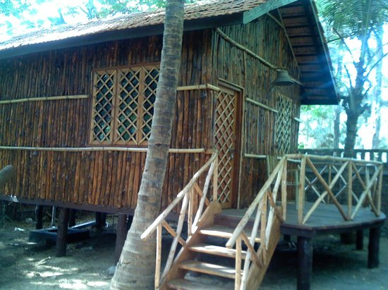 Thane, India: Wooden Cottage