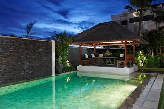 Amore Villas: Pool by night