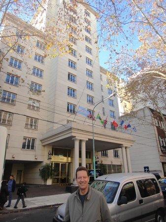Loi Suites Recoleta Hotel: Frente al hotel