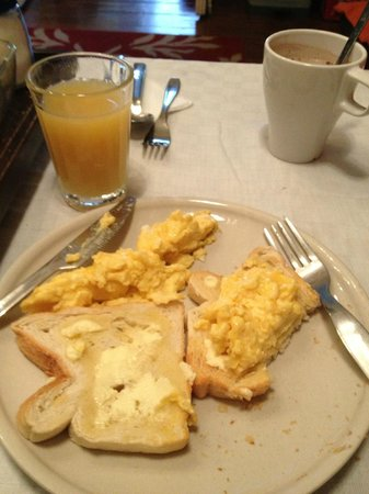 Travellers House: Breakfast