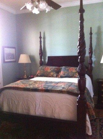 Court Square Inn Bed & Breakfast : Bedroom in Suite #3