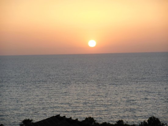 Melody Hotel   Tel Aviv - an Atlas Boutique Hotel: Sunset from the hotel roof deck
