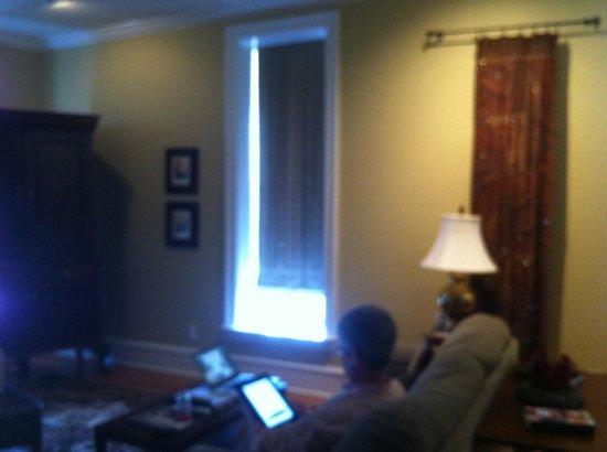 Court Square Inn Bed & Breakfast: Suite 3 living room