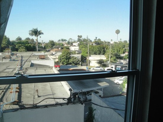 Century Park Hotel : View from room (Bellwood Ave)