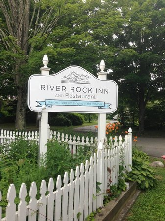 River Rock Inn American Bistro: River Rock Inn
