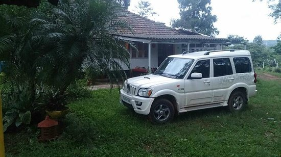 Hilly Side Home Stay : Car Parking