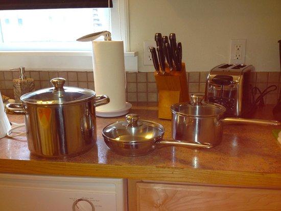 Short Stay Lodgings - Franklin Street Inn : Fully Loaded Kitchen