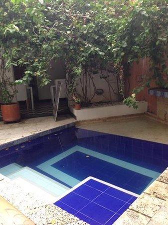 La Casa del Farol Hotel Boutique: la piscina del patio
