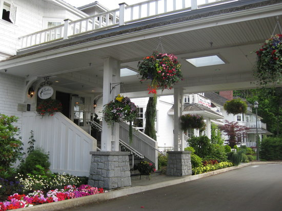Crown Mansion Boutique Hotel & Villas: Entrance to the hotel.