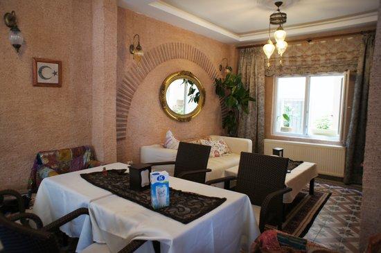 Hotel Buhara Family Inn: 明るいダイニング