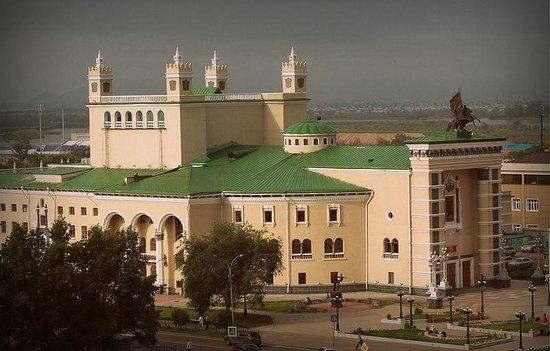 Улан-Удэ, Россия: Вид на театр оперы и балета