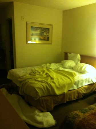 GuestHouse Inn & Suites Upland: Unmade Bed - No Housekeeping