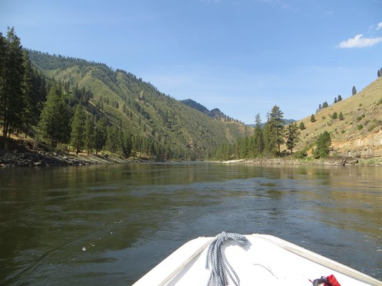 Salmon Raft: Beautiful scenery