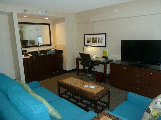 DoubleTree by Hilton Alana - Waikiki Beach: Living Room