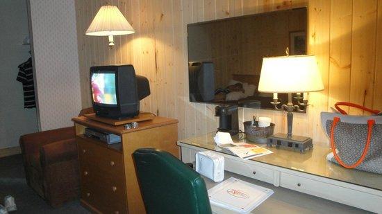 Aspen Village : TV