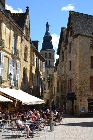Clos La Boetie : Old city