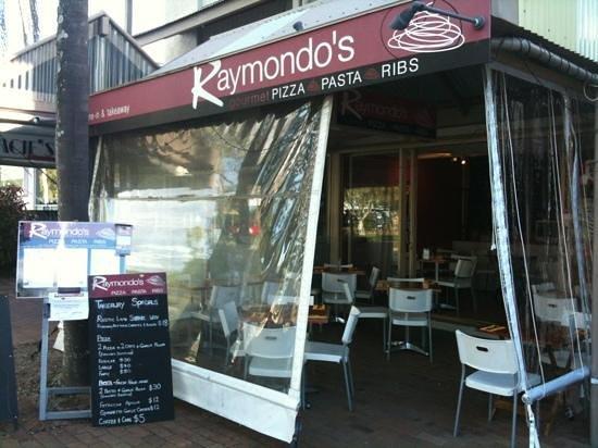 Raymondo's: Great specials & Awsome Ribs