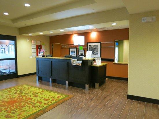 Hampton Inn & Suites- San Luis Obispo: Frontdesk