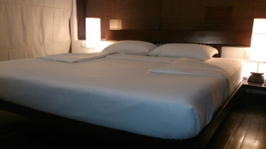 Temple Tree Resort & Spa: Bed